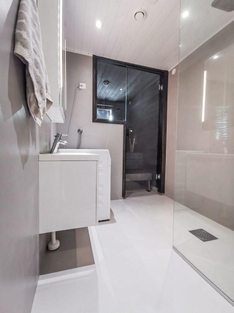 Kylpyhuoneen hartsipinnoitus